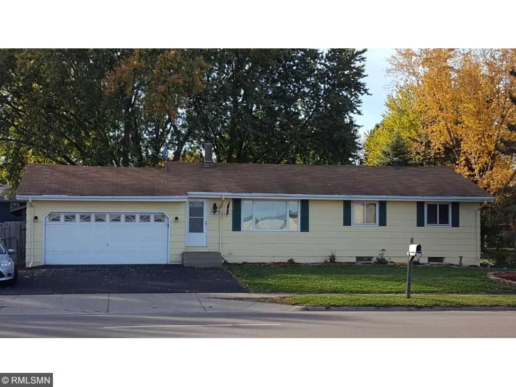 4933 n winnetka avenue n new hope 55428 mls 4772740 for 14x8 garage door