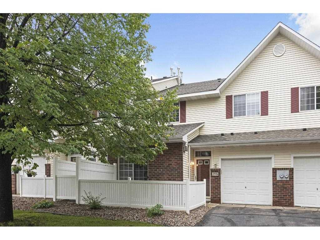17976 linwood court eden prairie 55347 mls 4754985 for Carriage homes for sale