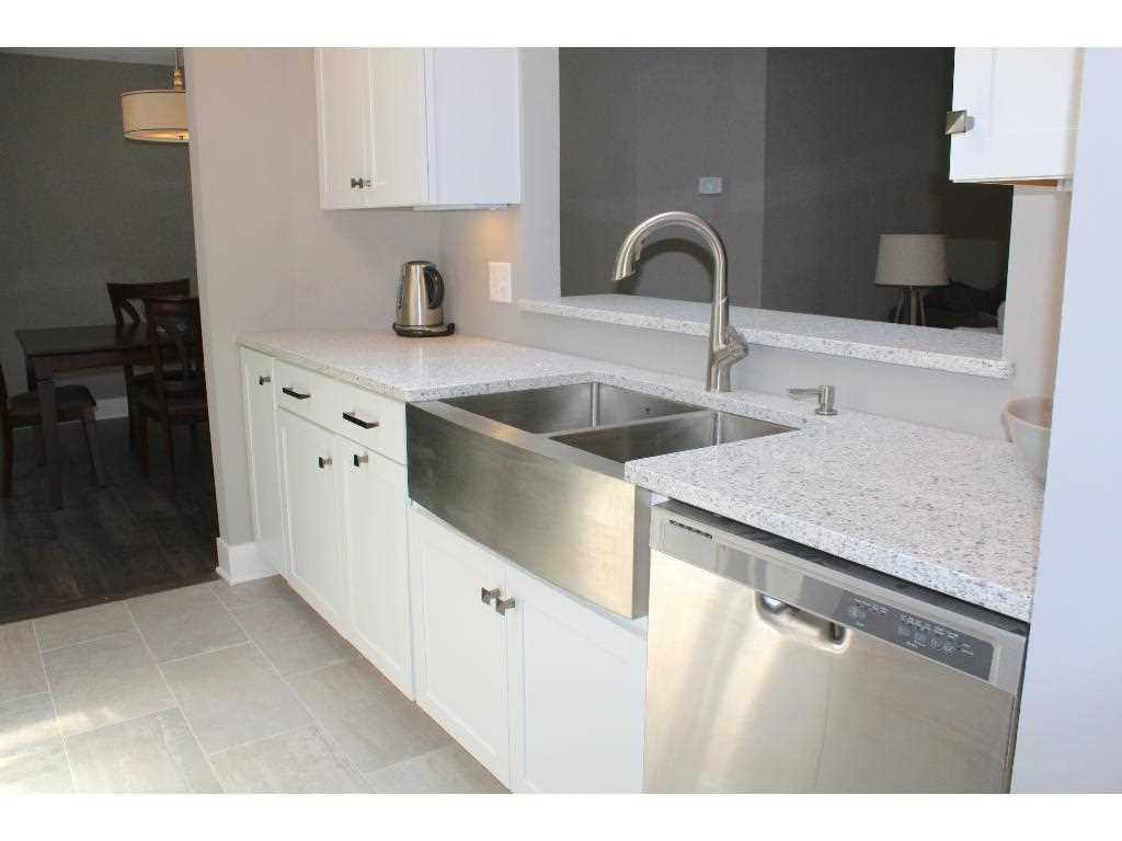 Chelsea woods condo plymouth hennepin county mls for Front door hennepin county