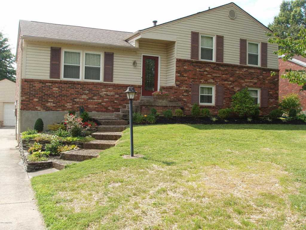 8006 cortland dr louisville ky 40228 mls 1482820 for Landscaping rock louisville ky