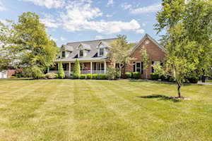 4716 Sunny Hill Dr Crestwood, KY 40014