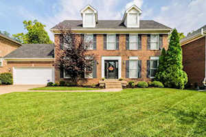 4112 Woods View Pl Louisville, KY 40245