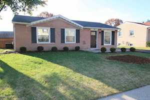 1802 Flagstaff Ct Louisville, KY 40223