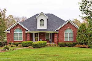 703 Mill Brook Cir Shepherdsville, KY 40165
