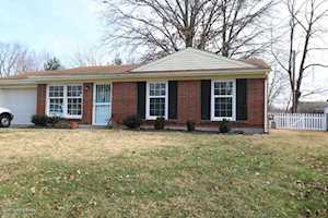 2717 Llandovery Dr Jeffersontown, KY 40299