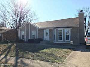 4202 Chenwood Ln Jeffersontown, KY 40299
