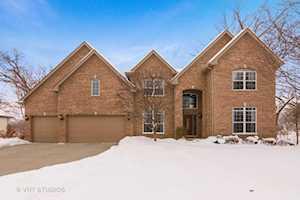 1676 Pondview Drive Hoffman Estates, IL 60192