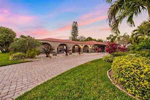 465 Partridge Circle Sarasota, FL 34236