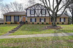7904 Barbour Manor Dr Louisville, KY 40241