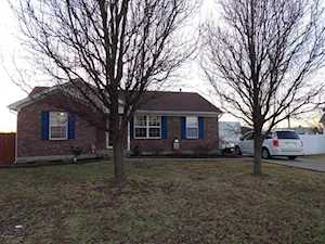 373 Tecumseh Dr Shepherdsville, KY 40165