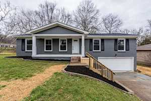 4614 Estate Dr Louisville, KY 40216