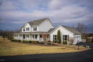 1004 Wooded Lake Dr Simpsonville, KY 40067