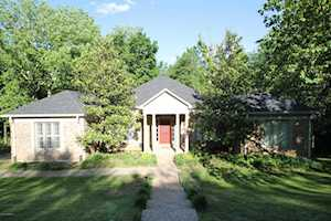 5220 Moccasin Trail Louisville, KY 40207