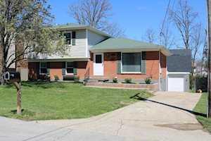 10915 Chenwood Ct Jeffersontown, KY 40299