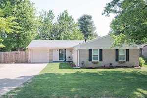 3927 Riveroaks Ln Louisville, KY 40241