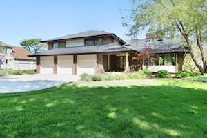 510 Forest Mews Dr Oak Brook, IL 60523