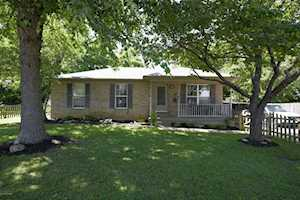605 Colonial Ct La Grange, KY 40031