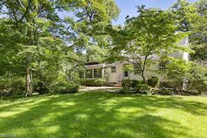 33 Old Wood Rd Morris Plains Boro, NJ 07950