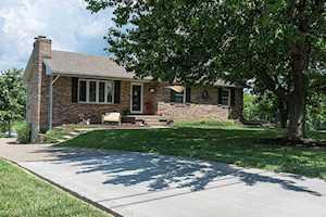 390 Fincastle Way Shepherdsville, KY 40165