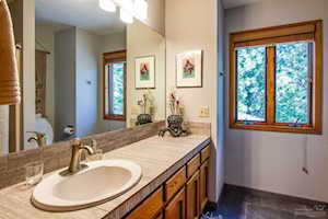 60216 Ridgeview Dr. East Bend, OR 97702