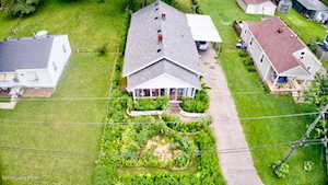 4125 Lake Dreamland Dr Louisville, KY 40216