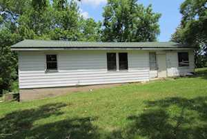 217 W Caroline St Irvington, KY 40146