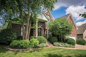 4102 Woods View Pl Louisville, KY 40245