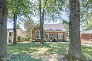 402 Trinity Hills Ln Louisville, KY 40207