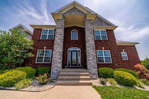 172 Peach Orchard Cir Fisherville, KY 40023