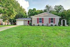 3820 Riveroaks Ln Louisville, KY 40241