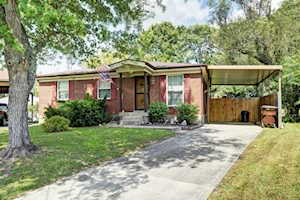 2404 Hereford Ct Louisville, KY 40272