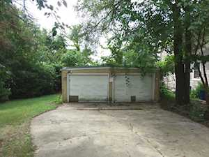 111 Hilltop Dr Lake In The Hills, IL 60156