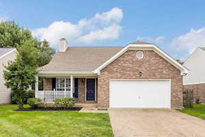 4616 Wooded Oak Cir Louisville, KY 40245