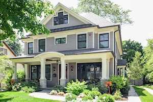 521 Lange Court Libertyville, IL 60048