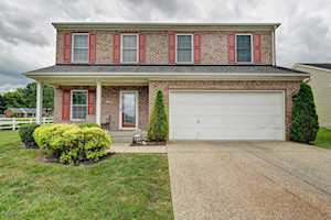 5230 River Trail Pl Louisville, KY 40229