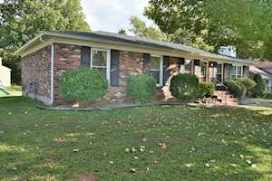 6648 Ashbrooke Dr Pewee Valley, KY 40056