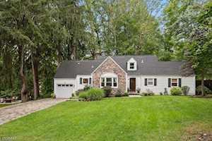 48 Lakeview Dr Morris Plains Boro, NJ 07950