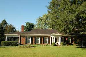 2104 Newmarket Dr Louisville, KY 40222