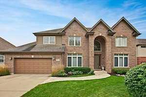 19 E Warson Ct Vernon Hills, IL 60061