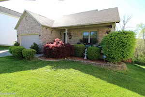 5305 Great Hunter Ct Louisville, KY 40229