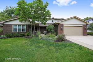 142 Chaucer Ct Willowbrook, IL 60527