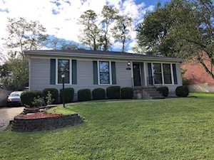 5504 Wooded Lake Dr Louisville, KY 40299