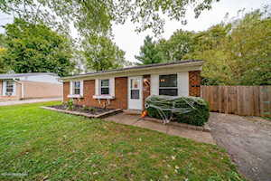 134 Horseshoe Ct Louisville, KY 40229