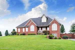 211 Eagles Bluff Ct Shepherdsville, KY 40165