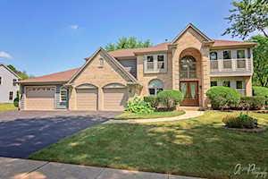 27 S Royal Oak Dr Vernon Hills, IL 60061
