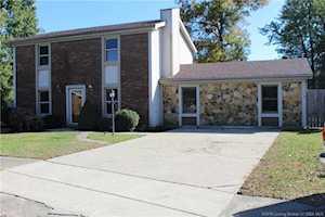 2424 Abbeywood Court Clarksville, IN 47129