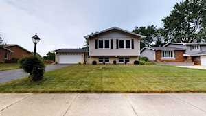 1840 Bolson Dr Downers Grove, IL 60516