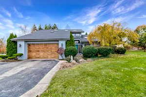 2 Westwind Ct Hawthorn Woods, IL 60047