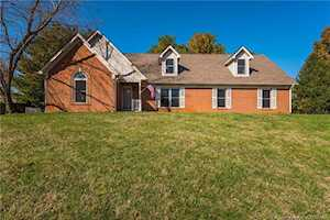 4303 Country View Drive Floyds Knobs, IN 47119
