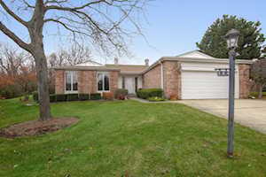 144 Arrowwood Dr Northbrook, IL 60062